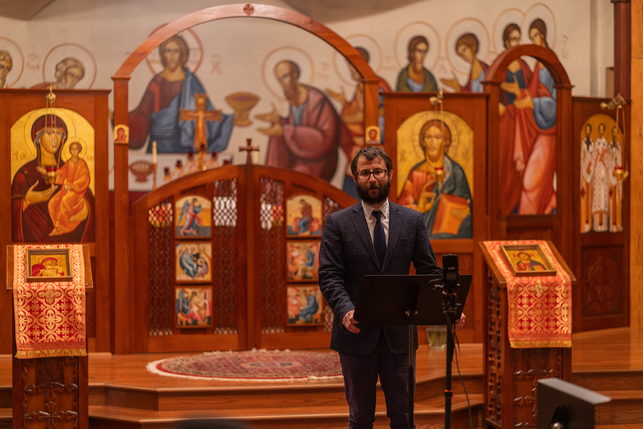 Scenes from Tronos Psaltic Group Performance